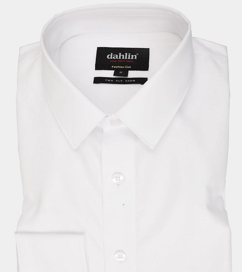 vit skjorta med svarta detaljer